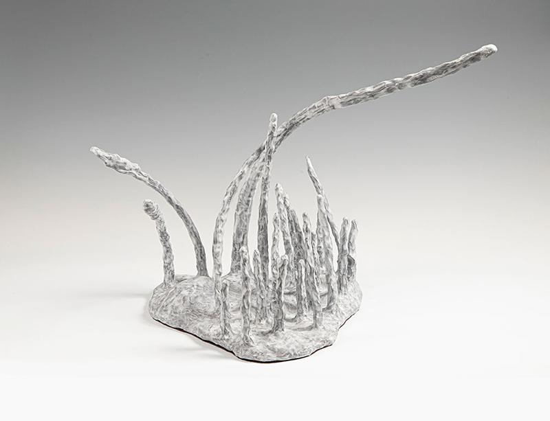 Frozen Movements. Del av større installasjon. Modellert terrakotta, malt med flytende porselen. 2018. (Foto: Mats Linder)