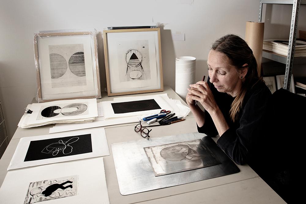 Elisabeth Mathisen i sitt atelier i Fredrikstad.