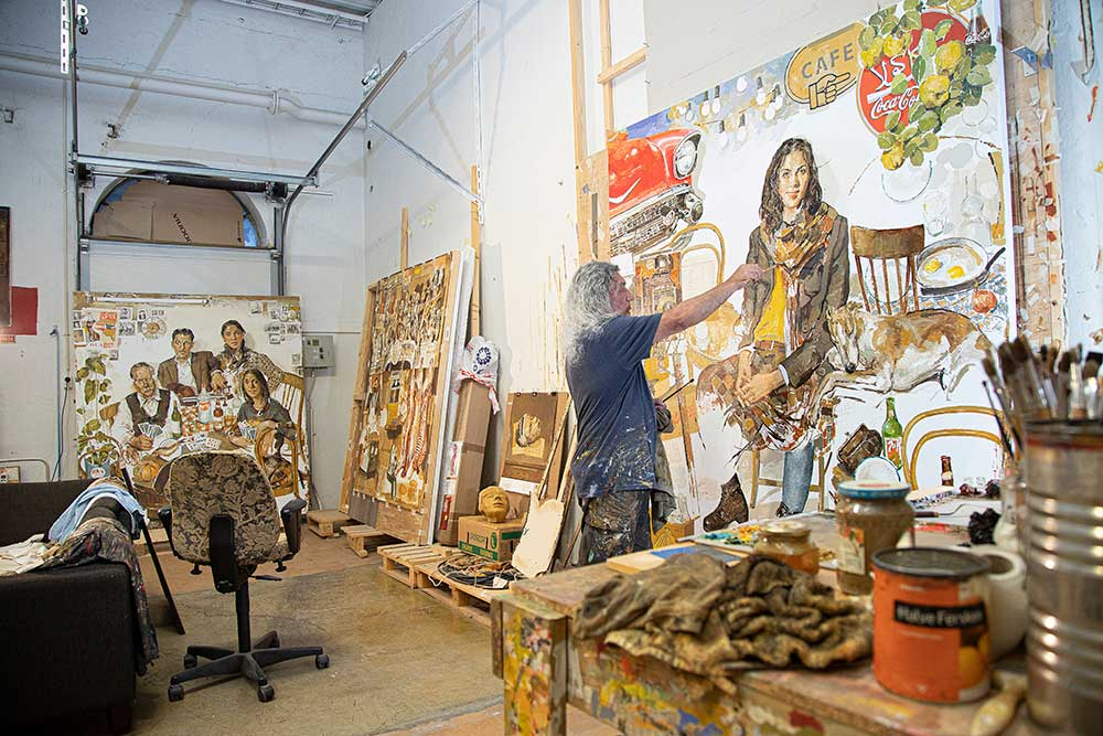 I Davoods pågående maleri blandes nostalgi, popkunst og familieportrett. (Foto: Mats Linder)